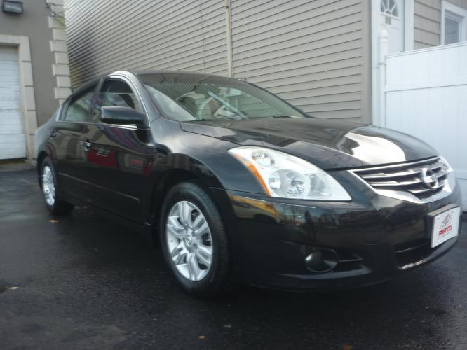 2011 BLACK /GREY CLOTH Nissan Altima 2.5 S (1N4AL2APXBN) with an 2.5L L4 DOHC 16V engine, 5-Speed Automatic transmission, located at 1018 Brunswick Ave, Trenton, NJ, 08638, (609) 989-0900, 40.240086, -74.748085 - Photo #0
