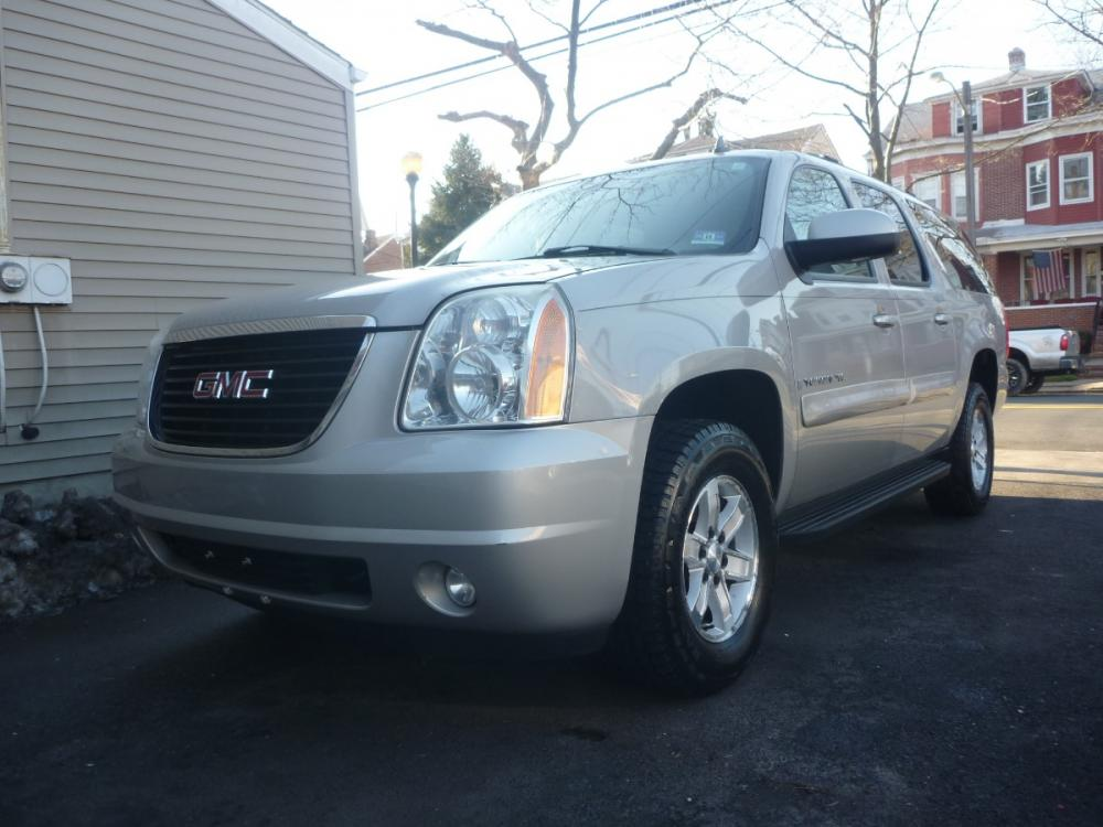 2008 GRAY /TAN LEATHER GMC Yukon XL SLE-1 1/2 Ton 4WD (1GKFK16388J) with an 5.3L V8 OHV 16V FFV engine, 4-Speed Automatic Overdrive transmission, located at 1018 Brunswick Ave, Trenton, NJ, 08638, (609) 989-0900, 40.240086, -74.748085 - Photo #0