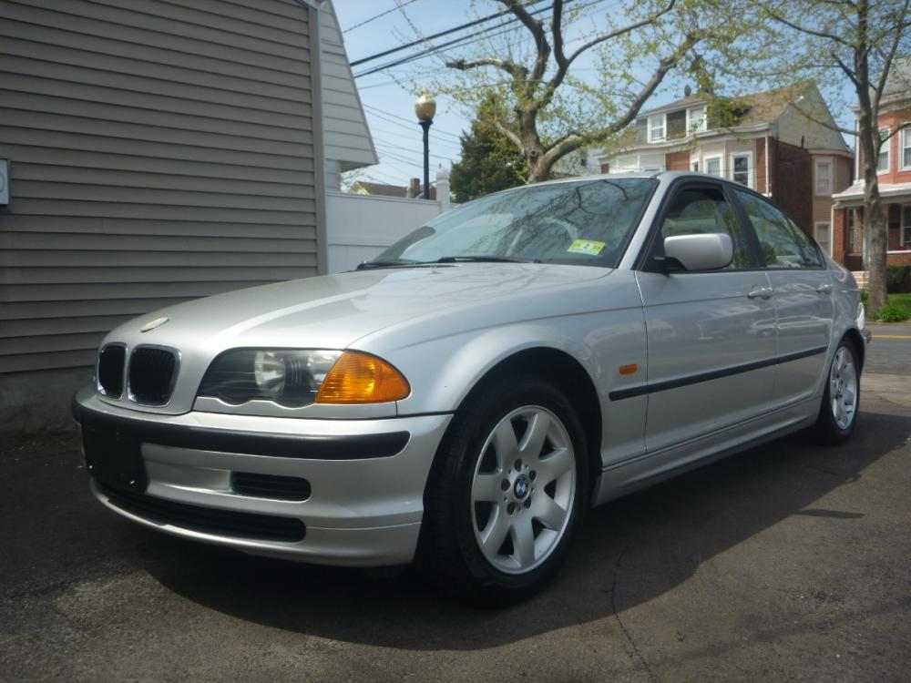 2001 SILVER /GREY LEATHER BMW 3-Series 325i (WBAAN374X1N) with an 2.5L L6 DOHC 24V engine, 4-Speed Automatic Overdrive transmission, located at 1018 Brunswick Ave, Trenton, NJ, 08638, (609) 989-0900, 40.240086, -74.748085 - Photo #0